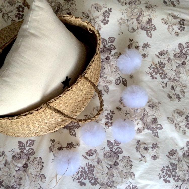 Dansmabesace - Guirlande breloques et pompons en tulle 2