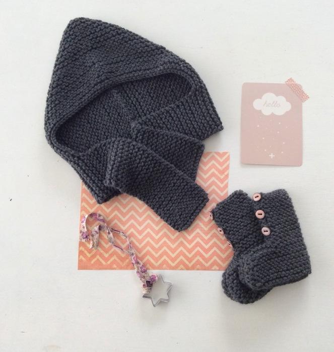 dansmabesace-bonnet-echarpe-et-chaussons-gris
