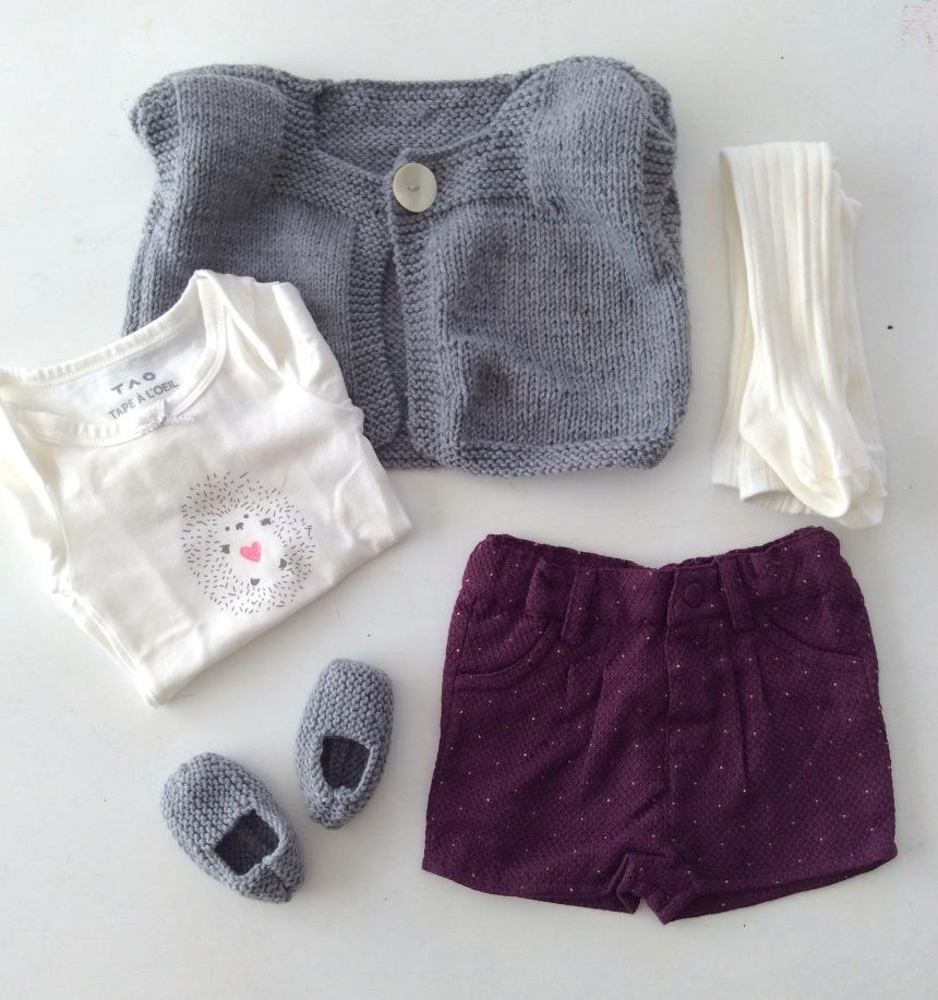 dansmabesace-gilet-sans-manches-et-chaussons-gris-et-tenue-tape-a-loeil