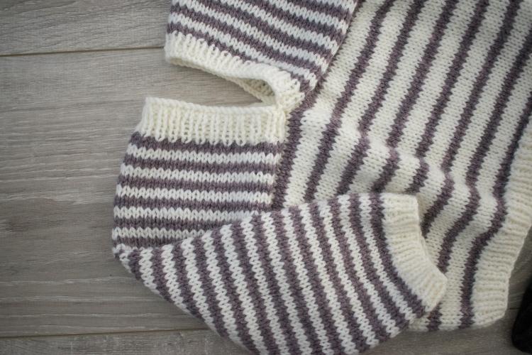 Dansmabesace - Petit moussaillon - Encolure pull jersey rayé.jpg