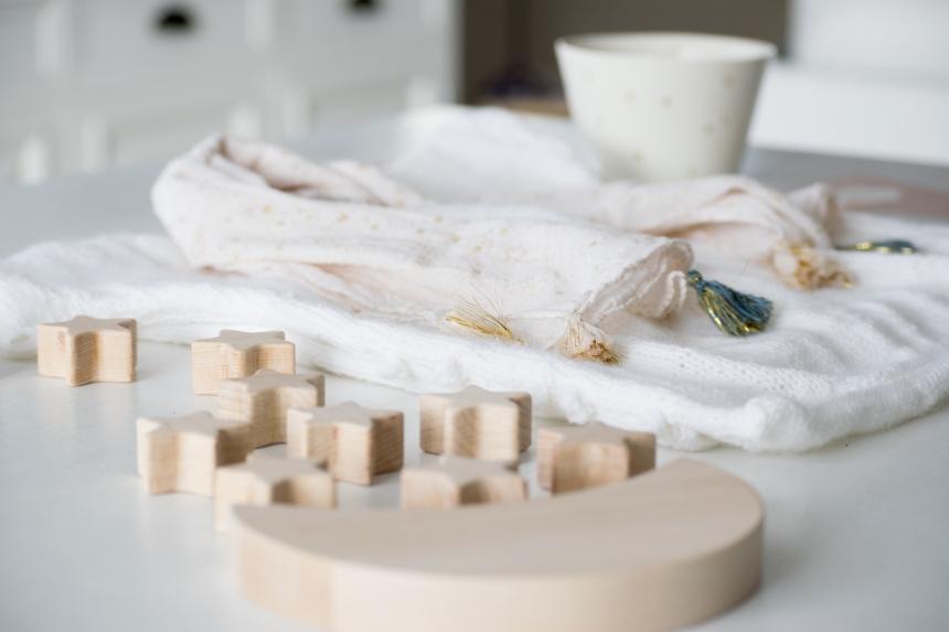 Dansmabesace - Partenariat Phildar - La petite robe blanche - Details et jeu en bois.jpg