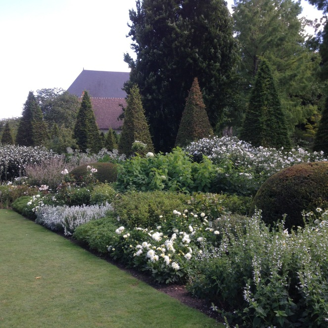 Dansmabesace - Slowlife - Parc floral Apremont sur allier - Massifs blancs