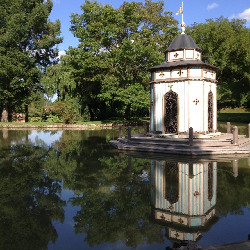 Dansmabesace - Slowlife - Parc floral Apremont sur allier - Monument byzantin