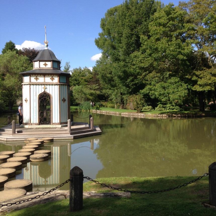 Dansmabesace - Slowlife - Parc floral Apremont sur allier - Monument byzanyin2