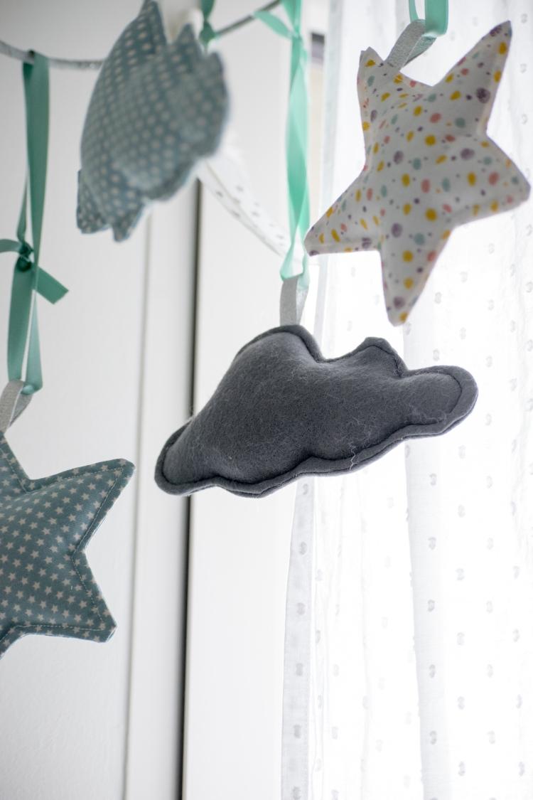 Dansmabesace - Couture - Bienvenue Enoch - Mobile bebe - Zoom nuage feutrine.jpg
