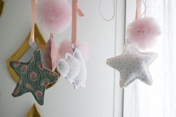 Dansmabesace - Couture - Bienvenue Louise - Mobile bebe - Composition figurines.jpg
