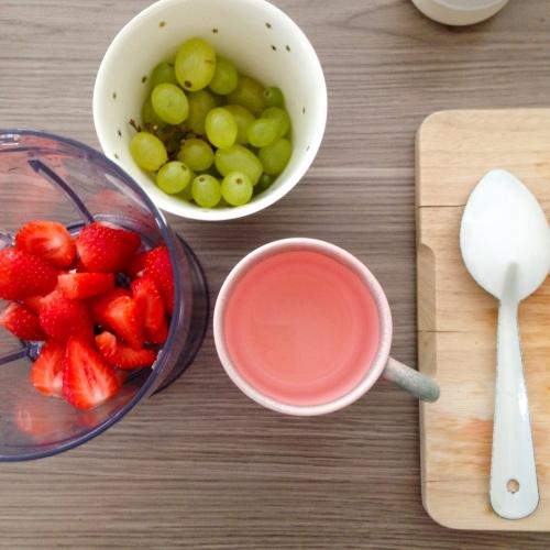 Dansmabesace - Slowlife - Kids mum - Diversification alimentaire - soupe d'été raisin fraise